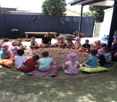 Children learning about Aboriginal culture