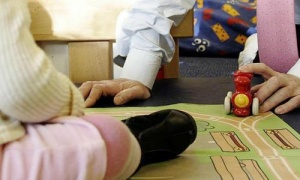 http://www.theguardian.com/australia-news/2015/mar/19/productivity-commission-childcare-plan-could-cost-low-earners-8000-report